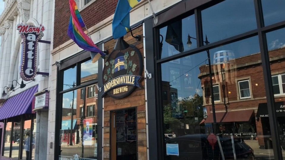 Andersonville's Longtime Drag and Burger Destination Is For Sale