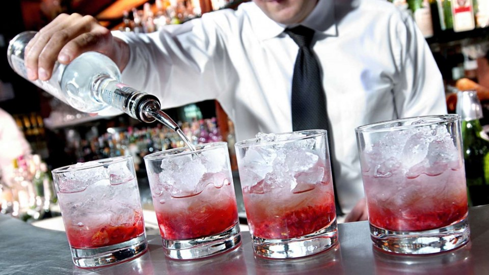 When Will Restaurants And Bars Reopen? Here's What Experts Are Saying