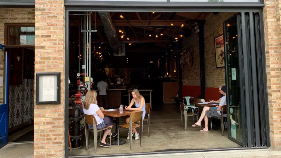 Here's What It's Like To Dine On A Chicago Patio